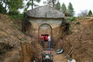 Excavating the Hope Mausoleum 2010 © Mole Valley District Council