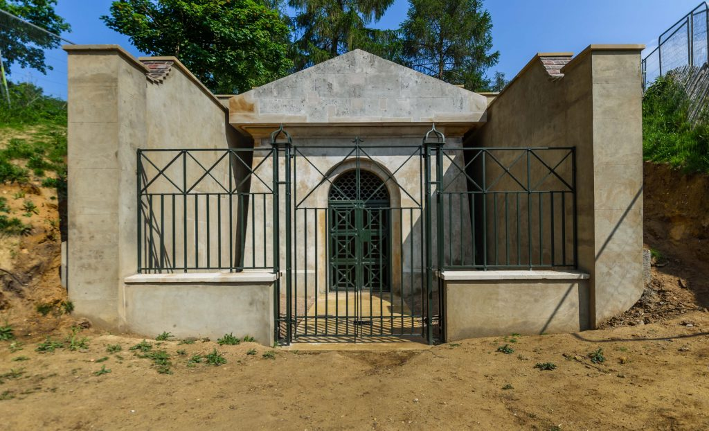 Mausoleum - Deepdene Trail © MVDC
